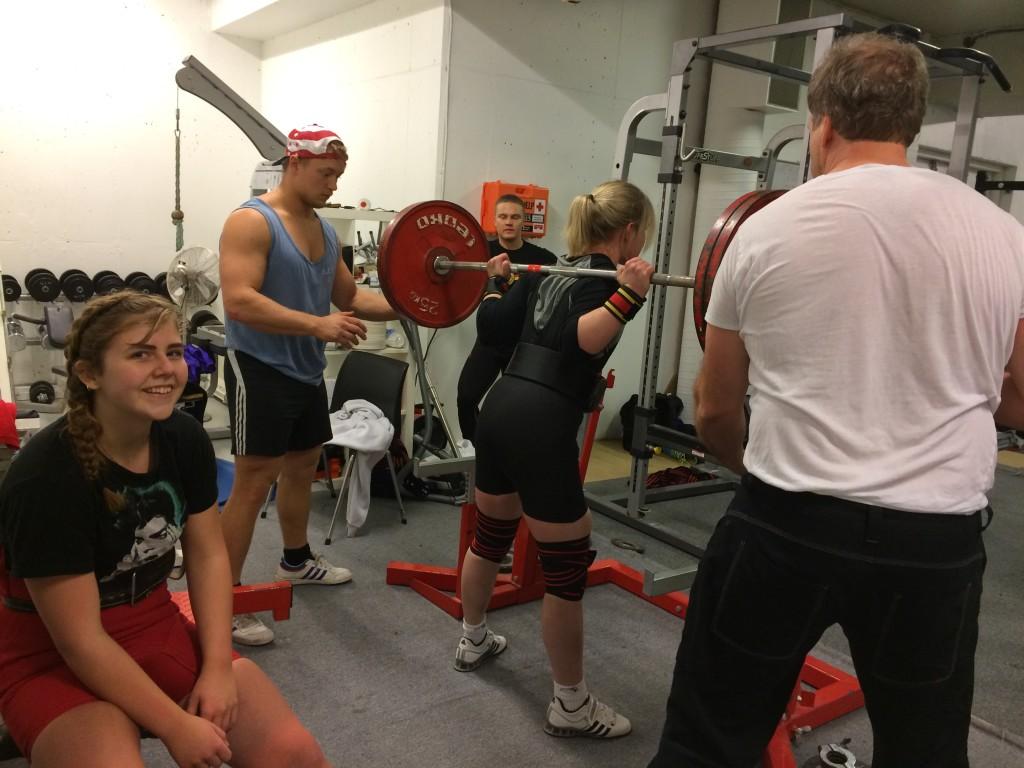 Elise Hurtig med utstyrsbøy. Dette blir Elises tredje stevne og første NM.